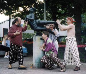 la Mafia russe De saxophone viole Lorelle sur le quai du Rhin.